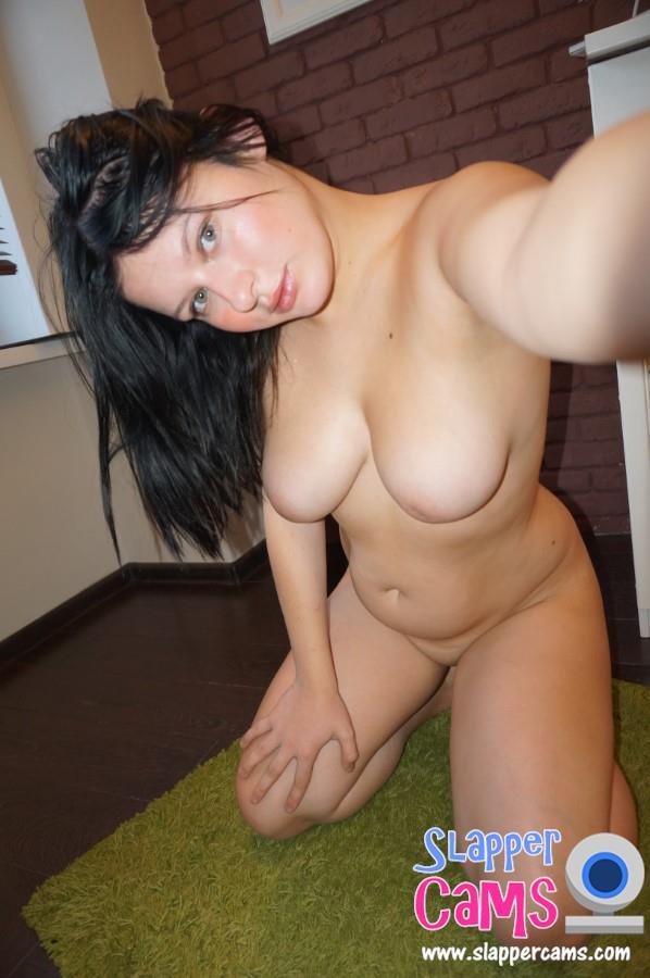 Cam girl gapes her ass